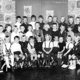 Klasse 1b, Volksschule Poppenbüttler Stieg. Wo sind  Detlef Diederichsen, Jens Kraft und Kelly?