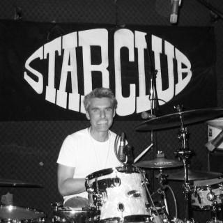 Michi Brenker am Schlagzeug