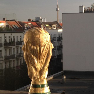 Mit Cup zurück in Berlin.