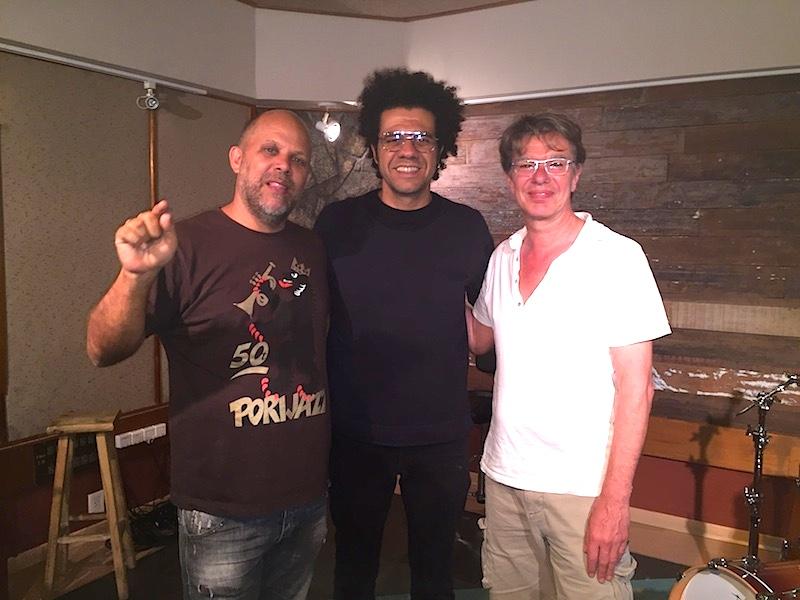 Mix des neuen Albums von Hamilton de Holanda im Estúdio Fibra im Januar 2016. Mit Hamiltons Manager Marcos Portiniari und Kelly.