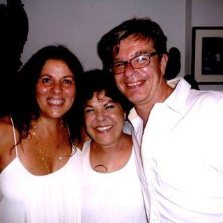 Ganz in weiß: Silvester an der Copacabana mit Miúcha und Cristina.